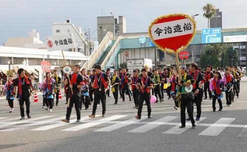 約70名の社員・グループ社員が参加した昼の部『ダンスバリ』