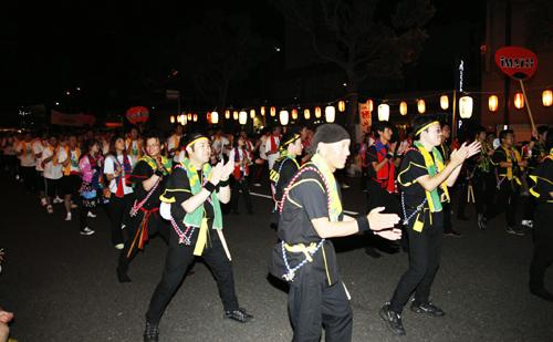 約200名の社員・グループ社員が参加した夜の部『木山・お祭り音頭』