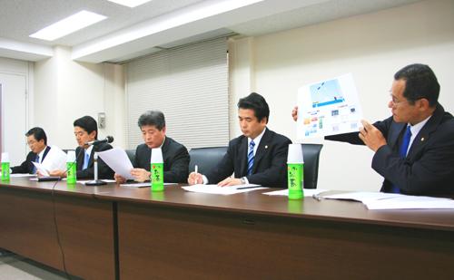 左から、森茂常務取締役、檜垣清志常務取締役営業本部長、檜垣幸人代表取締役社長、檜垣和幸専務取締役、藤田均取締役設計本部副本部長