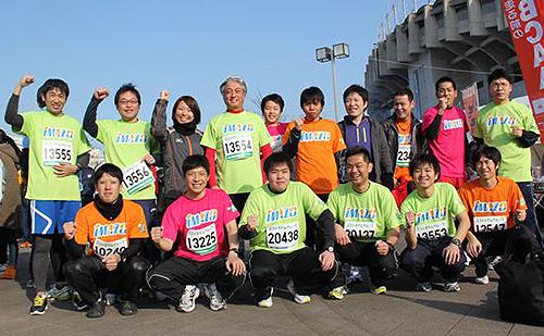 お揃いの「IMAZOTシャツ」で21.0975kmを走り切った参加者達