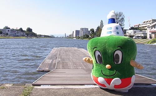 いまぞう君も戸田漕艇場へボート部の応援に駆け付けた。