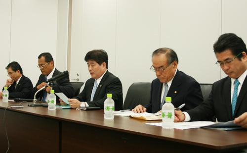左から、森常務、藤田常務、檜垣幸人社長、黒川副社長、檜垣和幸専務